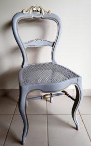 chaise cannée gris bleu or