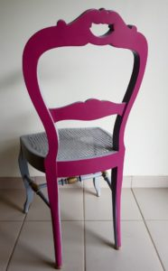chaise cannée rose